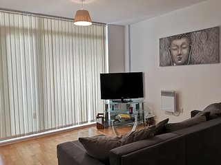 Best City Centre location apartment w parking