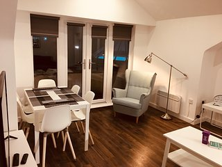 Perfectly located modern City Centre apartment