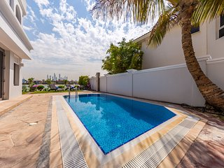 Luxury Independent Villa with beach and pool