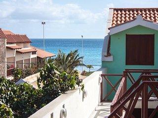 Town centre apartment - sea views!