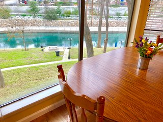 Comal River Bliss- 2BDR/2BTH- ON THE COMAL RIVER!