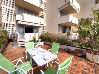 2 bedroom Apartment with Air Con, WiFi and Walk to Beach & Shops - 5577236