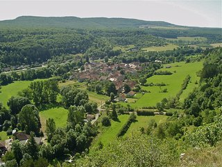 Charming village house in beautiful area, 200m from the Canal de Bourgogne