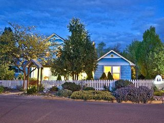 Blue Moon House ~ Just Five Blocks from OSF!