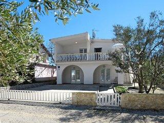 2 bedroom Apartment in Vir, Zadarska Županija, Croatia : ref 5641175