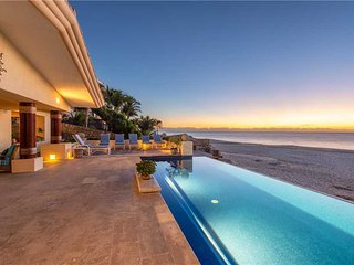Beachfront Living at its Best! Villa De La Playa, 6 BR