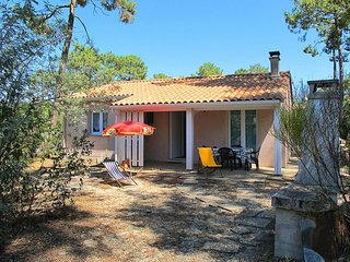 2 bedroom Villa in Le Moutchic, Nouvelle-Aquitaine, France : ref 5649900