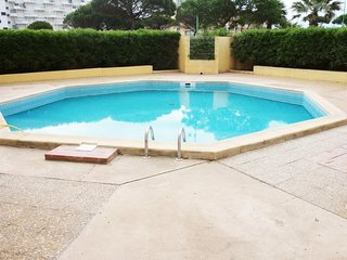 1 bedroom Apartment with Pool, Air Con and Walk to Beach & Shops - 5636631