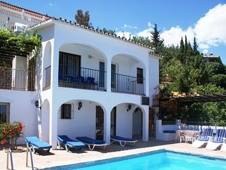 5 bedroom Villa with Air Con, WiFi and Walk to Beach & Shops - 5700521
