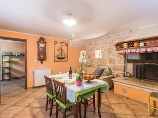 Traditional Istrian House - family Apartment Banko Pula