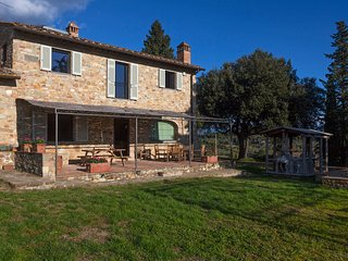 La Casa di Thea, Amazing farmhouse on Chianti Hills, private garden, patio, view