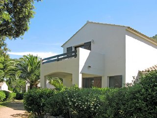1 bedroom Apartment with Pool, WiFi and Walk to Beach & Shops - 5640729