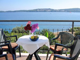 2 bedroom Apartment with Air Con, WiFi and Walk to Beach & Shops - 5641304