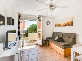 2 bedroom Apartment with WiFi and Walk to Beach & Shops - 5623163