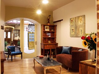 Spacious & comfortable & serviced apartment downtown Quito