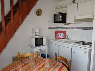 1 bedroom Apartment with Walk to Beach & Shops - 5630089