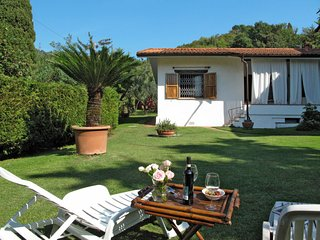 1 bedroom Villa in Lido di Camaiore, Tuscany, Italy - 5651613