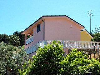 2 bedroom Villa with Air Con and WiFi - 5650982