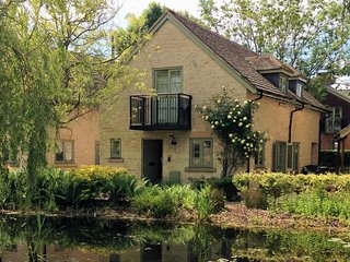 Juniper House - holiday cottage and private on-site Spa