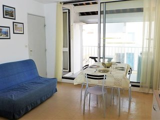 1 bedroom Apartment with WiFi and Walk to Beach & Shops - 5605648