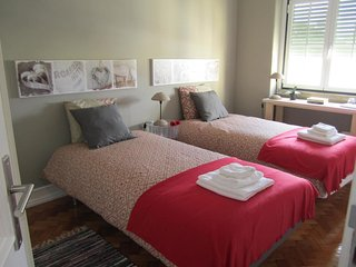 (04) Alvalade II Guest House - Double or Twin Room with Shared Bathroom