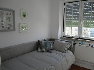 (02) Alvalade II Guest House - Single Room with Private Bathroom