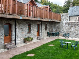 Vale Chestnut - Vale Chestnut sleeps 5 with shared indoor swimming pool and hot