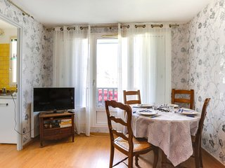 1 bedroom Apartment with Walk to Beach & Shops - 5605645