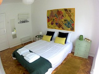 (03) Good Time Airport in Lisbon - Double Room with Shared Bathroom