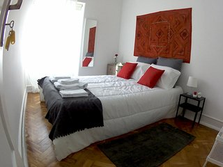 (05) Good Time Airport in Lisbon - Double Room with Shared Toilet