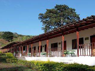 HOTEL CAMPESTRE en medio de reserva natural