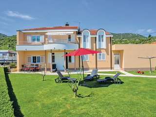 3 bedroom Apartment in Sipak, Dubrovacko-Neretvanska Zupanija, Croatia : ref 554