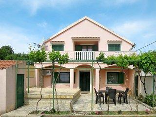 2 bedroom Villa with Air Con and WiFi - 5641045