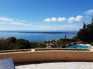 Villa tout confort avec piscine, vue feerique, a 10 min. de la croissette, parki