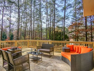 Boutique Atlanta Home, sleeps 13, ALL NEW
