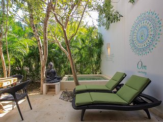 OM Sanctuary - Exclusive 2-Story 3 BR House with plunge pool by olahola