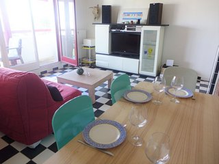1 bedroom Apartment with WiFi and Walk to Beach & Shops - 5579806