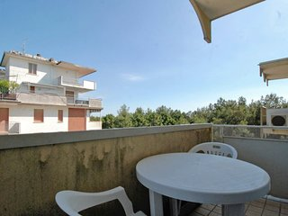 Lido di Spina Apartment Sleeps 5 with Air Con - 5583642
