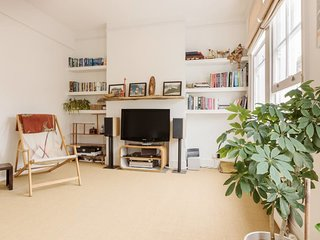 Lovely 2Bed house w. private balcony, Stockwell