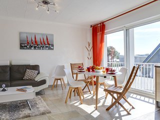 2 bedroom Apartment with WiFi and Walk to Beach & Shops - 5678518