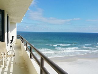 Luxurious 2/2 Direct Oceanfront with Jacuzzi Tub