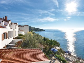 2 bedroom Apartment in Okrug Donji, Croatia - 5562807