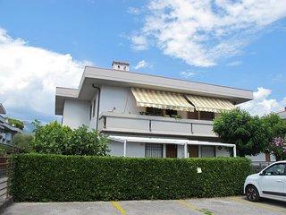 2 bedroom Apartment in Marina di Carrara, Tuscany, Italy - 5508898