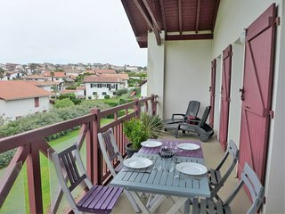1 bedroom Apartment with WiFi and Walk to Beach & Shops - 5583541