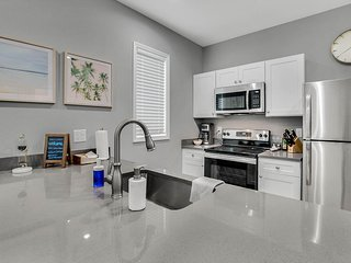 New 1 Bedroom Loft Minutes From Heart of Tampa - Unit C
