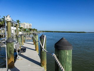 Marina Towers 704 - Free WiFi, Expansive Lanai, Pier & Beach Access