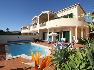 Casa Venusta ..2 bedrooms, private pool, sea views and walk to the beach !