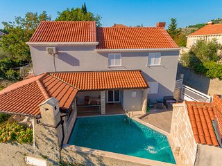 Holiday Home Trojkovic- Four Bedroom Holiday Home with Terrace and Swimming Pool