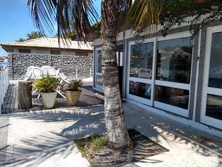 House 4 Bedrooms Wonderful View of Lagoon Front CAB08