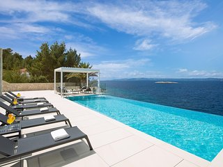 Luxury Villa Palma de Korkyra with Infinity Pool